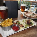 Fish Tacos Plate and PIzza; a very good match for sharing!