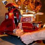 Krájanie šunky na stroji Berkel