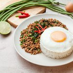 Steamed rice & stir-fried minced pork w/ holy basil & egg