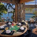 Caleuche Restaurante vista al Lago Lácar