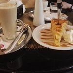 Cafe latte y apple pie