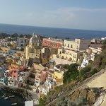 صورة فوتوغرافية لـ The Port of Corricella