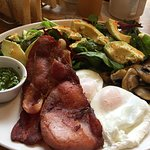 Gren booster - perfect poached eggs, punchy pesto, tasty bacon, delicious avocado,, mushrooms