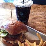 Foto de Burger Tap & Shake Foggy Bottom