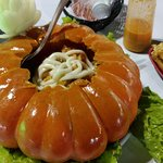 Camarão na abóbora com purê de batatas. Bem Servido