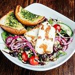 Hook salaatti halloum-juustolla