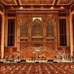 Bühne mit Orgel
