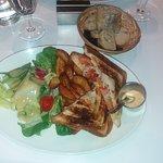 """TOAST C'BON"" 12,90€ Pain de mie toasté garni de thon, maïs, tomates, mozarella"
