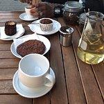 Pause thé et café accompagnés de délicieuses gourmandises