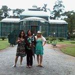 Eu com a guia de turismo e mais uma turista no Palácio de Cristal de Petrópolis, Petrópolis, Rio