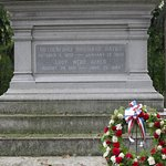 R. B. Hayes Home, tomb