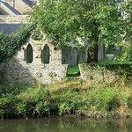 Ruine en bordure du jardin de l'Abbaye.