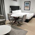 Meriton Suites Broadbeach Photo