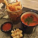 Томатный суп и картошка фри