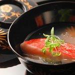 旬の魚を椀仕立てにして魚介の濃厚なエキスをスープにして