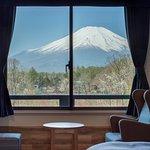 【お部屋からの眺望】        『富士山ビュールーム』『富士山ビュートリプルルーム』『富士山ビュー特別室』の3タイプのお部屋からは、晴天時、富士山の眺望がお楽しみ頂けます。