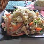 Pho con camarón y verduras; parecido al Pad Thai