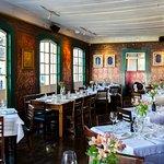 Cozinha internacional, pizzas artesanais e grande seleção de vinhos no ponto mais charmoso da ci