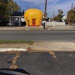 Shell-shaped Gas Stationの写真