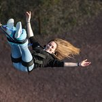 Un exemple de photo prise lors d'un rebond sur un premier saut à l'élastique.   Le photographe vous demandera de regarder vos pieds afin de pouvoir prendre des photos comme celle ci.