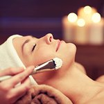 Dermaplaning is a method of exfoliation that consists of using a scalpel to gently scrape off the top layer of dulling dead skin cells in order to reveal a smoother, brighter complexion.  This process removes all the dead skin cells and also the facial hair, leaving the face very smooth. Dermaplaning also allows for greater penetration of skincare products and creates a flawless canvas for makeup to glide on smoothly.