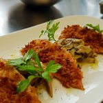 Triglia croccante,porcini e salsa al vino