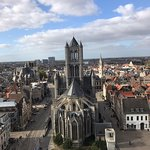 Foto van Belfry and Cloth Hall (Belfort en Lakenhalle)