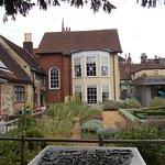 Tudor House and Garden resmi