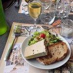 Fois gras entier de canard et son verre de Bergerac moelleux.