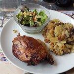 Cuisse de canard confite et pommes de terre sarladaises.