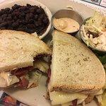 Photo de Lou's Restaurant and Bakery