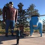 صورة فوتوغرافية لـ Paul Bunyan and Babe the Blue Ox
