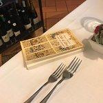 Libro di poesie presente in ogni tavolo. Molto carina come idea.