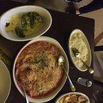 File de frango a parmegiana, brocólis no alho e azeite e batata fofa.