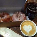 District Donuts.Sliders.Brew Foto