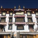 Foto de Drepung Monastery (Zhebang Si)