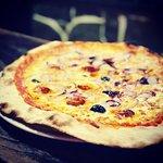 Pizzas, plats, fromages et charcuterie  Qualité au rendez-vous  Moment très agréables