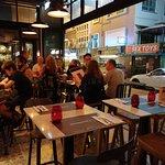 Foto de Scarlett Café & Wine Bar