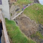 Foto van Carrick-A-Rede Rope Bridge