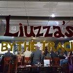 Foto de Liuzza's by the Track