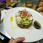 Insalata di quinoa con frutta esotica e avocado