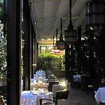 Clair obscur de la terrasse du restaurant