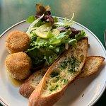 Photo de Place Pigalle Restaurant and Bar