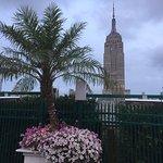 Photo de 230 FIFTH ROOFTOP BAR NYC