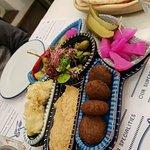Zdjęcie Hamsa Hummus & Happiness Israeli Restobar