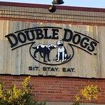 Foto de Double Dogs Chow House
