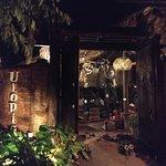 Utopia Restaurant and Bar resmi
