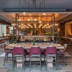 Fotografia de SOMOS Restaurant & Lounge