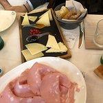 mortadella e formaggi con confetture