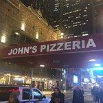 Photo de John's of Times Square